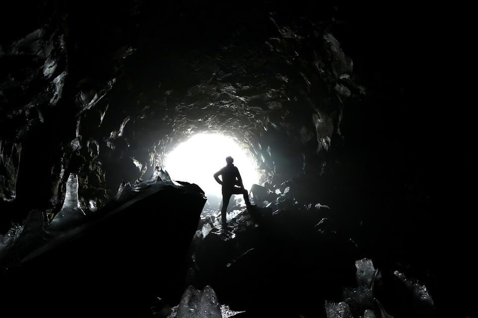 Overállos barlangtúrák – Izgalom a föld mélyén